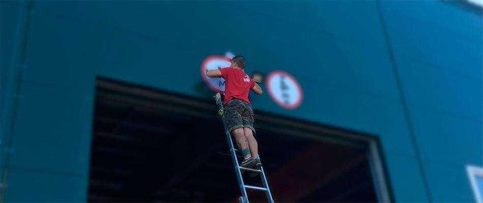 Установка знаков пожарной безопасности в Москве
